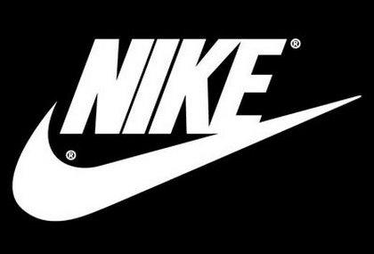 Jeff Johnson ideò il nome dopo aver sognato la dea greca della vittoria   Fondarono la Nike Inc. e nello stesso anno venne creato il logo a0624ae38a1f